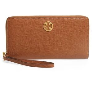 Tory Burch Everly Leather Passport Wallet